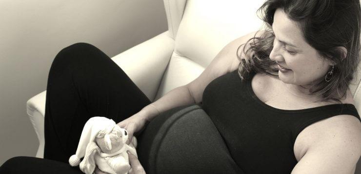 pregnant-1088240_1920